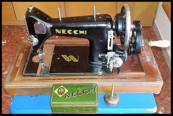 Necchi  -  Vibrating Shuttle