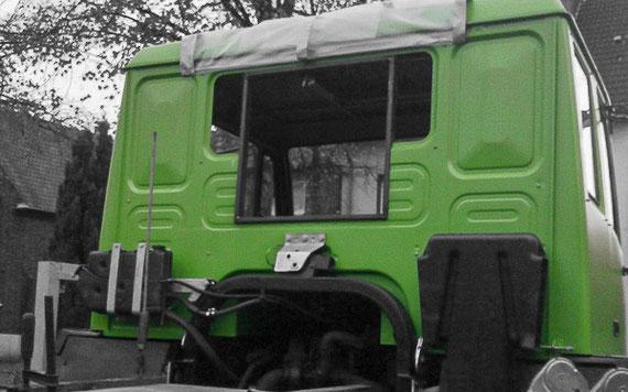 Anprobe Durchstiegrahmen Fahrerhaus Steyr 12M18