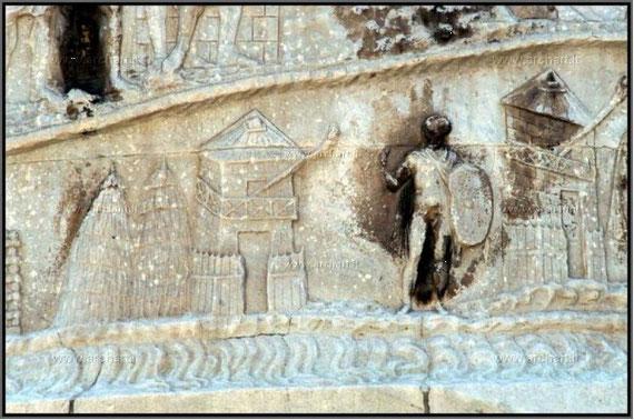 Particolare della Colonna Traiana con evidenza di una torre di avvistamento romana.