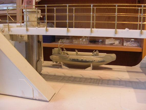 Übergang und Festrumpfschlauchboot