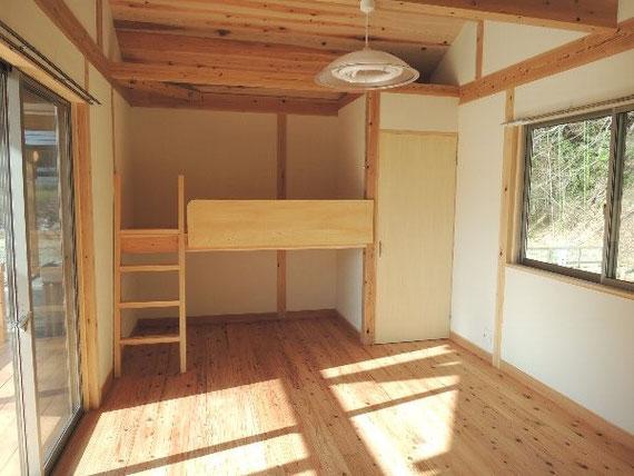 奥の二段ベッドで6人まで宿泊できます