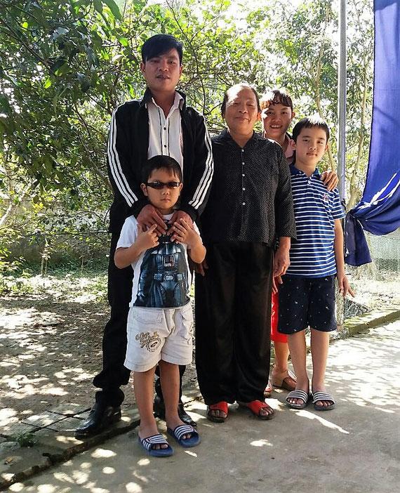 Luong, ihre Mutter, der Bruder Ai, die Söhne Minh und Dung in Ha Tinh