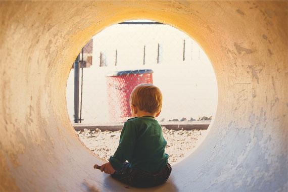 Ein Kind ist auf die Gunst der Erwachsenen angewiesen... (Foto: pixabay.com)