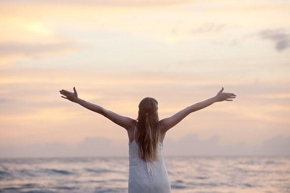 Jeden Tag dankbar sein und die Welt umarmen... (Foto: pixabay.com)