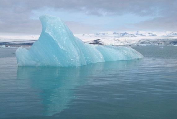 """Am Beispiel des Eisbergs kann man es gut veranschaulichen: Das, was sichtbar ist, sind 5 % = das Bewusste - die restlichen 95 % sind unterhalb der Wasseroberfläche = das Unbewusste - Foto: pixabay.com - many thanks to """"t4berlin"""""""