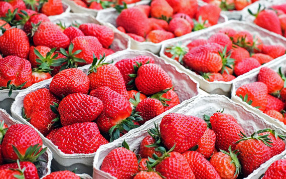 Fast alle konventionellen Erdbeeren werden behandelt... (Foto: pixabay.com - many thanks to couleur)