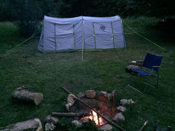 Zelten mit Lagerfeuer