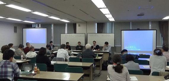 この問題を扱っている弁護団主催の勉強会での報告風景。