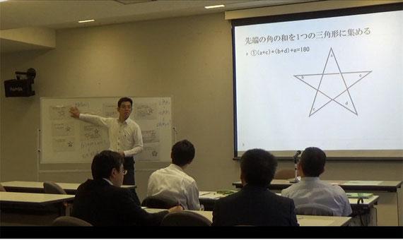 弘前市における算数・数学研修講座の様子です。ベテランの先生方から,子どもの多様なアイデアを活かした様々な授業展開の案を出してもらっています。