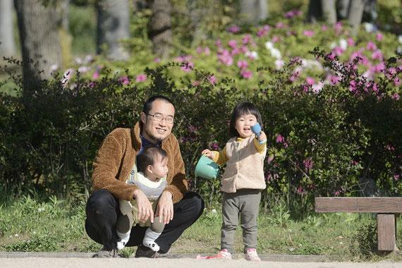 2人の娘がいます。近所を散歩しているときの一枚。