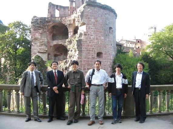 日欧合同水星探査機BepiColombo 2006年当時の日本側コアチーム。左から3人目が私(当時JAXAの准教授)。右隣が現JAXA理事長の山川宏先生(当時はプロジェクトマネージャ)。他のみなさんもJAXAメンバー。