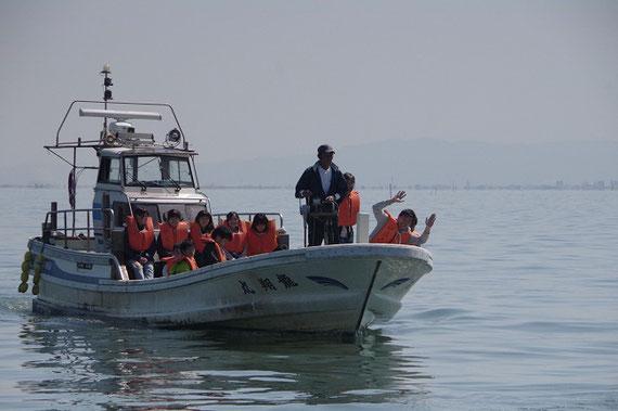 有明海における海洋調査実習の様子