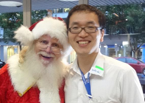 研究留学をしたオーストラリアにて、夏のクリスマスにサンタクロースと記念に一枚。