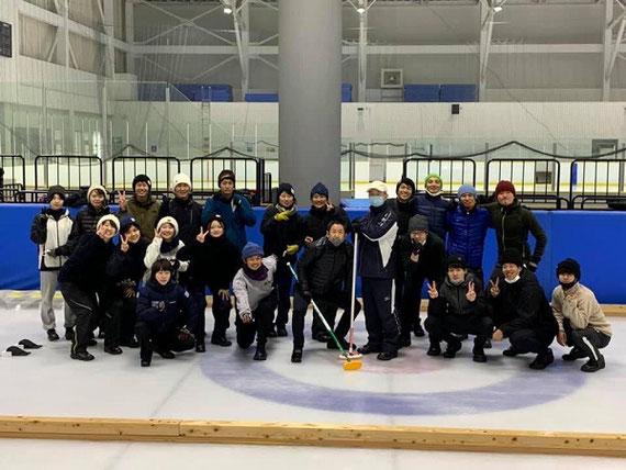 氷上のスポーツ(カーリング) 地域の魅力を伝えるコンテンツとしてカーリングを活用。 オリンピアンと一緒に教材としての有効性を探求。