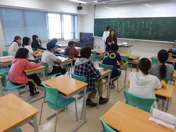 授業のなかで学生たちが「キャリア教育プログラム」を考えます