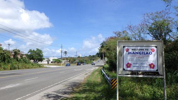 アメリカ合衆国の準州であるグアム島のマンギラオです。 グアム政府観光局によると、グアム大学やコミュニティ・カレッジがあることから「教育の首都」と呼ばれています。 出張時にはこの地区にある日本の在外教育施設である「グアム日本人学校」などを訪問しました。