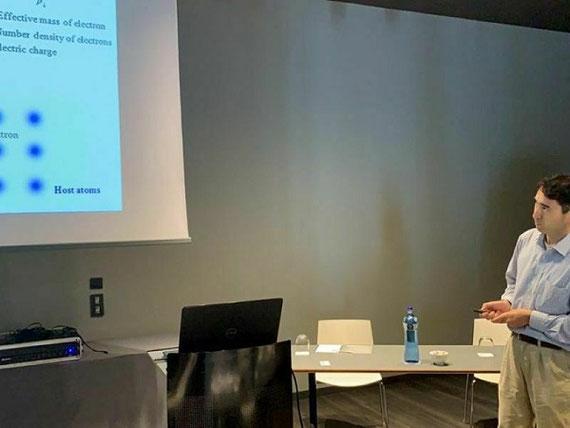 2019年8月撮影。スペイン・バルセロナでの応用物性の国際会議での招待講演。