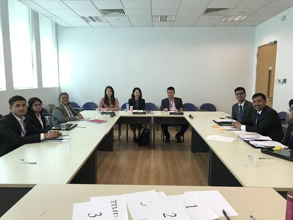 WTO紛争処理模擬裁判を教育に取り入れています。写真はシンガポールで開催された模擬裁判大会南アジア予選で裁判官を務めた時のもの。