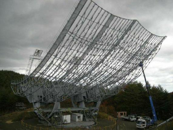 東北大・飯館30m電波望遠鏡の整備中風景