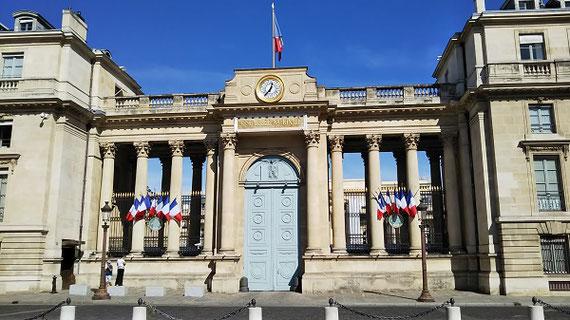 本件研究との関連で昨年9月にフランス調査に行ったときに 撮ったフランス国民議会(下院)