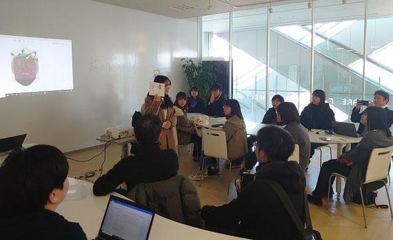 大学生が作る、サイバー犯罪防止のための啓発本の作成に向けたワークショップの様子