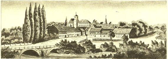 """Stadtansicht um 1840 mit dem Kirchberg, dem Ort dieses """"unchristlichen"""" Streites. Vorn links die """"Hospitalbrücke"""" über die Röder (heutige Dresdner Straße)"""