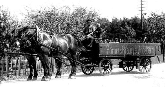 Die Bier-Auslieferung erfolgte mit Pferdefuhrwerken (Bild ca. 1910)