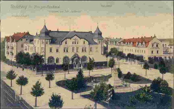 """Das Kriegerdenkmal auf dem ehem. Sandberg bei Radeberg, hier besichtigte Napoleon die Umgebung und hier wurde später die """"Napoleonpappel"""" gepflanzt (alte Postkarte)"""