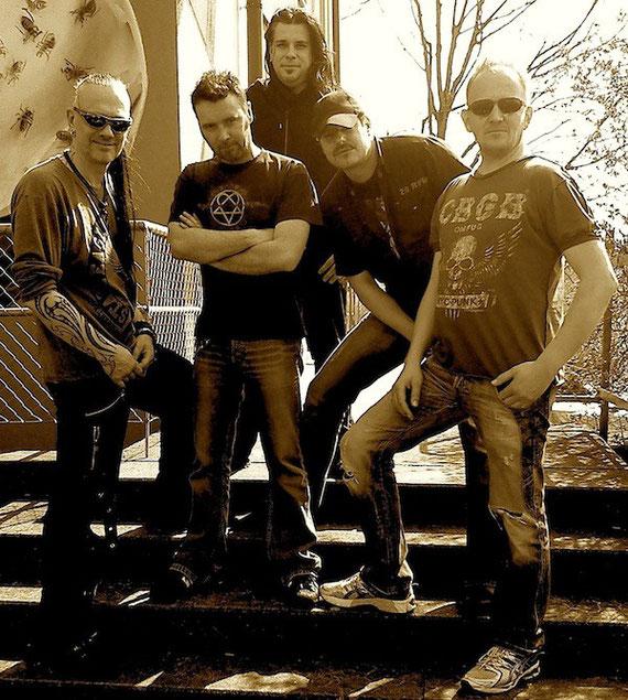 Many Maurer (Git), Danny Zimmermann (Drums), Tom Höpfner (Bass), Hef Häfliger (Git.), Andy Portmann ( Vocals)
