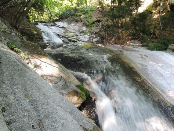 般若の滝の下流にある「不動滝」