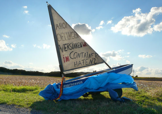 Ein Segelboot erleidet finanziellen Schiffbruch