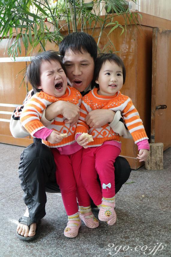 双子のお父さんも、きっとブリーフだ。