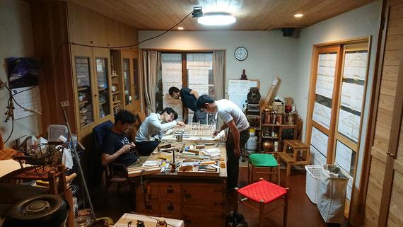 「工房」の縮尺30分の1 軸組み模型を協働で作る