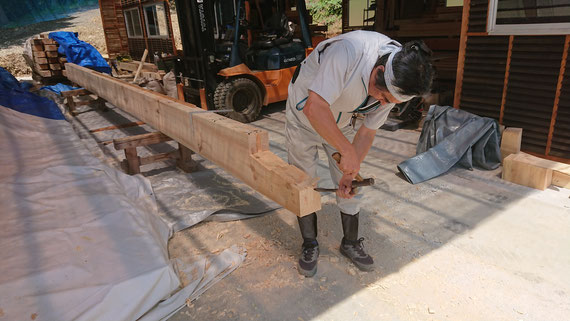 「工房」長さ9mの赤松材の継ぎ手(台持ち)加工
