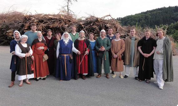 Gruppenfoto (fast) aller Beteiligten (bis auf unseren Fotografen Gerald und den Kindern, die sofort am Spielplatz waren)