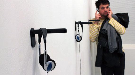 Normographe sonore, diffusion de textes lus (voix Manuel Fadat), 27 minutes, casques audio, 2009.