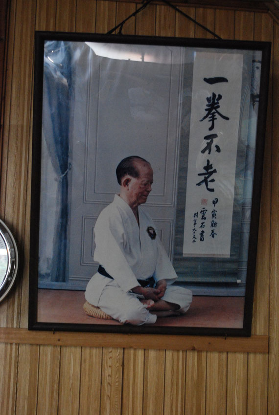 Nagamine Shoshin Osensei, Foto Aufnahme aus dem Kodokan, Hombu Dojo des Matsubayashi Ryu in Naha auf Okinawa