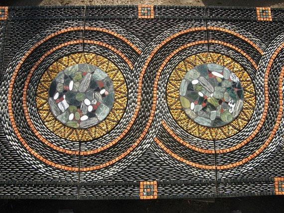 John Botica, mosaïque de galets