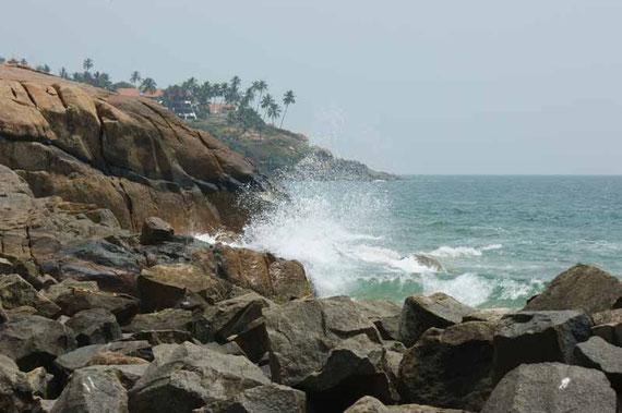 Immer am Strand entlang in den Ort