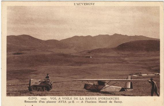 Carte postale d'un Fouga remorquant un planeur