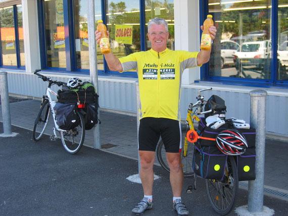 3.Tour de Lourdes -13.u.letzte Etappe am 2.Juli 2011-endlich wieder was zu trinken....(Foto-Privat-Archiv)