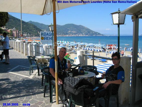 Motorrad-Reise nach Lourdes mit meiner Frau Ingrid- Kurze Rast (vor San Remo)