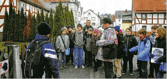 Unterrichtsgang auf den Spuren der jüdischen Gemeinde von Burghaun - Foto: Heinz Burkhardt