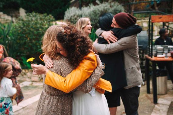 הכלה החרצית החתן והאורחים