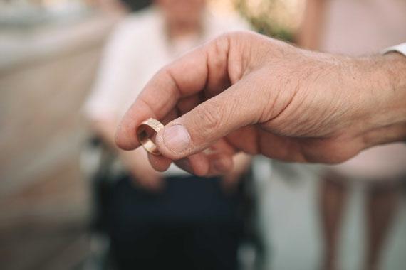 הטבעת בחופה | צילום חתונה במרפסת הבית בירושלים