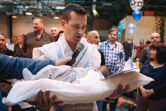 האב מברך לפני הטקס | סטאס מוזיקוב - צלם לברית