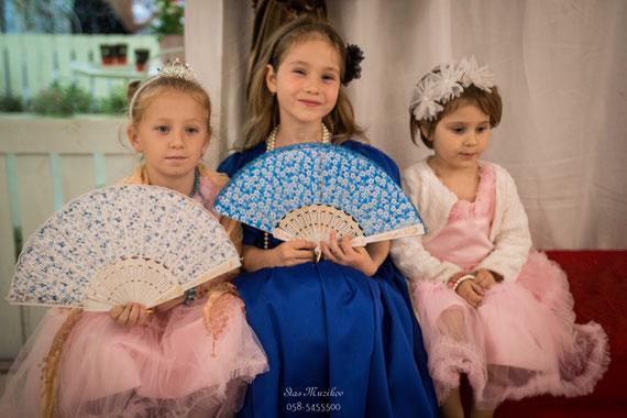 נסיכות החוגגות   צלם שהוזמן ליום הולדת מושקעת