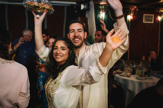 הזוג המאושר בריקודי החינה