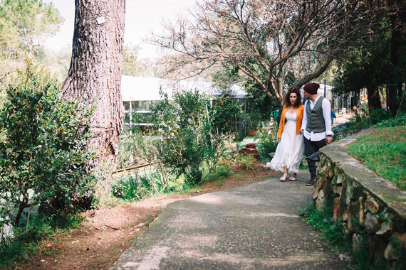 החתן והכלה לפני המהומה בטבע של אולם אירועים עין חמד