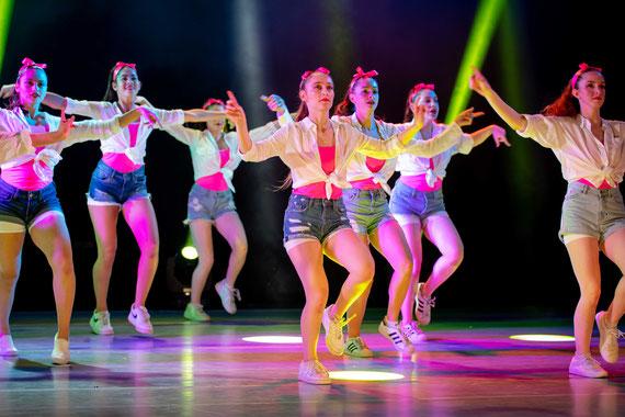 הבנות הרוקדות ותאורה מגניבה | צילום אירוע לא רגיל